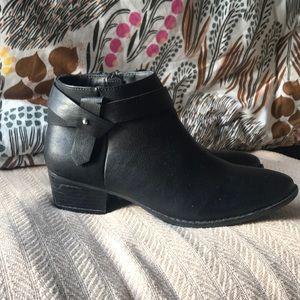 Lauren Conrad Black Ankle Boots sz.8.5